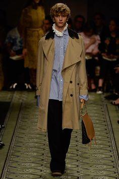 Burberry Fall 2016 Ready-to-Wear Fashion Show