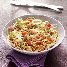 10 ProPoints // 10 SmartPoints      Zubereitungsdauer: 15 min  Garzeit: 10 min  Weitere Zeit: 0 min    Portionen: 2                      Zutaten          100 g trockene Nudeln, bevorzugt Spaghetti    1 Prise(n) Jodsalz    2 Stück Hühnerei/er    1 Stück Zwiebel/n    1 Stück Tomaten, frisch    1
