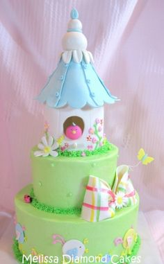 Bird house cake - love this! In love with the bird peeping out.is this doable? Her smash the house and guests eat the cake? Pretty Cakes, Cute Cakes, Beautiful Cakes, Amazing Cakes, Fondant Cakes, Cupcake Cakes, Garden Cakes, House Cake, Bird Cakes