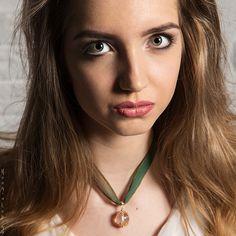 Кулон с горным хрусталем в позолоте на шёлковой ленте #ручнаяработа #украшения #кулон #модель #портрет #jewelry #handmade #model #portrait