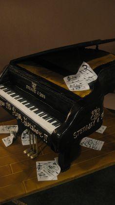 Grand Piano Bithday Cake