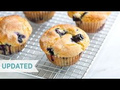 **These are delish! Substituted coconut oil and coconut sugar. Makes 10 muffins and took about 18 min. You only need one bowl to make this easy blueberry muffins recipe with blueberries, flour, sugar, vanilla, and vegetable oil. The best! Easy Blueberry Muffins, Mini Muffins, Blue Berry Muffins, Blueberry Muffin Recipes, Blueberry Breakfast, Strawberry Muffins, Blueberry Oatmeal, Oatmeal Muffins, Baked Oatmeal