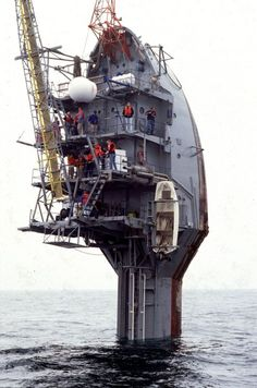...once the transformation has taken place, 300m of the buoy are underwater and the protruding part is as tall as a five-storey building. Image courtesy of Scripps Oceanography.