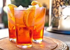 Aperol Spritz - a delicious and easy 3 ingredient cocktail! The bubbles from the Prosecco make this a perfect cocktail celebrating! Hobbies For Women, Hobbies To Try, Hobbies That Make Money, Refreshing Cocktails, Classic Cocktails, Winter Drinks, Summer Drinks, Aperol Spritz Receita, Bloody Mary