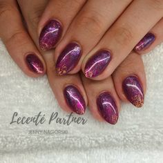 Manicures · nailart · nail designs · cnd shellac with lecente foil ombré jenny nagorski ( Classy Nail Designs, Pretty Nail Designs, Diy Nail Designs, Winter Nail Designs, Neon Acrylic Nails, Glitter Gel Nails, Pretty Nail Colors, Pretty Nail Art, Cnd Shellac