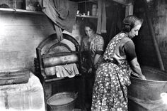 """""""Whitechapel washer women - 1 in 3 East End houses had a shared water supply until the 1950s... #eastend #history"""""""