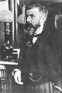 Poincare (Henri) dernier savant universel-  a  contribué à diverses branches des mathématiques,  mais aussi à la mécanique céleste, à la mécanique des fluides, à la théorie de la relativité et à la philosophie des sciences
