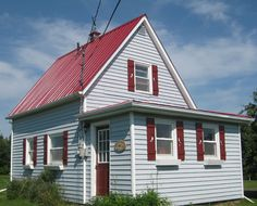 Margot Austin's quaint little cottage in P.E.I.   House & Home - would love to see a floor plan.