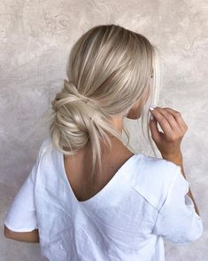 46 Platinum Pearl Blonde Hair Colors For Long Hair Hair Medium Length Hairstyles, Cute Hairstyles For Medium Hair, Cute Simple Hairstyles, Pretty Hairstyles, Stylish Hairstyles, Easy Hairstyles, Hair Medium, Hairstyle Ideas, Wedding Hairstyles