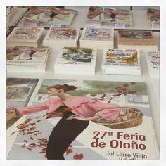 La feria del libro Viejo y antiguo ya ha llegado al Paseo de Recoletos de Madrid.  Cartel, bolsa, postal, plano y marcapáginas. Se pueden conseguir en la caseta de información #feriadellibro #feriadellibromadrid #feriadellibroantiguoyocasion #fernandovicente #cartelferiadeotoño2015 #cartel2015