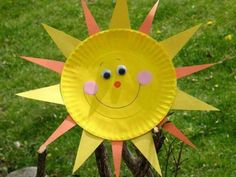 Paper Plate Sun Sunshine just screams summer! Kids can bring some sunny rays into your own home day or night by making this easy craft. View the full Paper Plate Sun instructions Basic Materials: Paper plate paint construction paper sponge Kids Crafts, Summer Crafts For Toddlers, Sun Crafts, Easy Paper Crafts, Paper Plate Crafts, Family Crafts, Crafts For Kids To Make, Toddler Crafts, Paper Plates