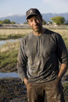 Gruff and dirty with a voice that could melt a girl's panties. what is not to love about Mike Rowe! Beautiful Men, Beautiful People, Mike Rowe, Katie Couric, Tina Fey, Man Up, Good Looking Men, Role Models, Favorite Tv Shows
