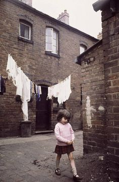 Photos Of Slum Life And Squalor In Birmingham (Volume - Flashbak Uk History, History Facts, Asian History, Strange History, Tudor History, British History, Old Pictures, Old Photos, Made In Dagenham