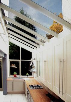 Side return extensions can be the perfect solution for turning poorly laid out, rarely used, dark rooms into bright, open plan spaces. Here's what you should know before planning a side return extension Extension Veranda, Porch Extension, Glass Extension, Extension Ideas, Conservatory Extension, Extension Google, Victorian Kitchen, Victorian Homes, Victorian Terrace Interior