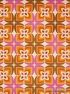 funky pattern & colour  Tissu ou papier peint ? J'aime à la fois le choix des couleurs et le motif.