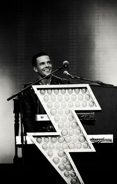 brandon flowers form the killers Beautiful Teeth, Most Beautiful Man, Beautiful People, Brandon Flowers, Taylor Swift, Foo Fighters, Interesting Faces, Kinds Of Music, Music Lyrics