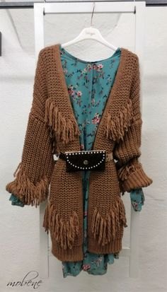 Strickjacke mit Fransen - ein Must Have Overall Jumpsuit, Bell Sleeves, Bell Sleeve Top, Girls, Kimono Top, Knitting, Tops, Sweaters, Women