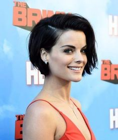 50 adorable long pixie cut ideas, The harvest is a huge decision, we all know that. Therefore, you may need something to mitigate the blow. In general, stylists find the solution for the long pixie cut. It's not really a cut-off or cu Latest Short Hairstyles, Straight Hairstyles, Brown Hairstyles, Long Pixie Hairstyles, Short Girl Haircuts, Short Brunette Hairstyles, Choppy Bob Haircuts, Office Hairstyles, Anime Hairstyles