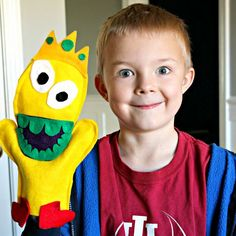 Learn how to make simple felt Monster hand puppets.  Free Pattern included.