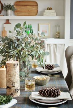 Simple and cozy holiday dining room - City Farmhouse