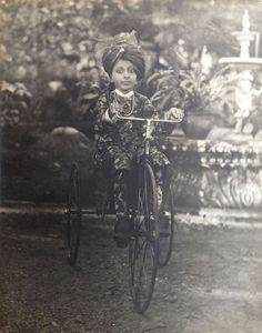 ateh Singh (1884-1930), Maharaja d'Udaipur (vers 1890).