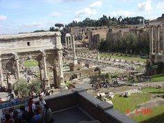 Roman+Forum,+Rome+-+The+political+and+commercial+center+of+ancient+Rome.+Housing+many+important+and+well+preserved+buildings