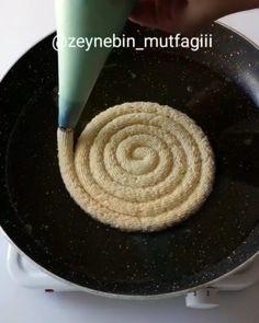 Merhabalar arkadaşlar ❤ nefis bir tarif hazırladım ev yapımı halka tatlısı 👌 kıtırlığını uzun süre muhafaza ediyor hazırlari gibi insanın…