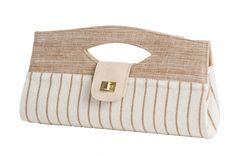 Carteira de mão em tecido natural com acabamento em couro de cabrita....