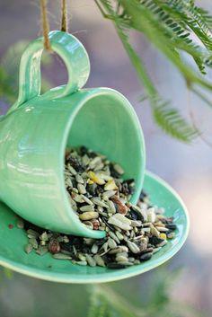 mangeoire pour oiseaux, fabriquer en tasse et soucoupe, service vert