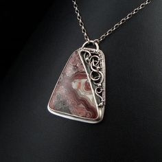 Notice how they combine wire wrapping with a 'regular' setting. And how the wire finishes the shape. <3  MORIAH by artpoppy.deviantart.com