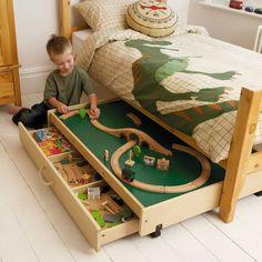 Storage under child bed voor Sven zijn Lego trein?!!