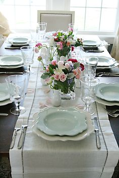 """Spring Tablescapes Spring Tablescapes Sabine Wdh sabinewdh shabbyemaille """"There's nothing like staying at home for real comfort.""""–Jane Austen As we all eagerly […] table decoration for home sunday meals families Deco Retro, Easter Table Settings, Beautiful Table Settings, Easter Dinner, Decoration Table, Dinner Table, Place Settings, Tablescapes, Room"""