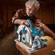 The Family Handyman editor, Jeff Gorton, share some tips on how to choose the best circular saw blade for whatever job you are doing. Circular Saw Rip Guide, Circular Saw Reviews, Best Circular Saw, Circular Saw Blades, Jet Woodworking Tools, Carpentry Tools, Woodworking Projects, Diy Projects, Steel Shoes