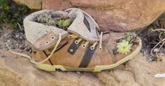 Schuh upcycling Hiking Boots, Shoes, Gardening, Blog, Fashion, Patio, Old Shoes, Welly Boots, Toy House