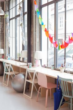Guirlandes pour végétaux et papiers colorés                     city guide coworkcreche heju 3