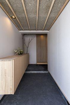 ライフスタイル工房|福島県二本松市 Entrance Foyer, House Entrance, Decor Interior Design, Furniture Design, Interior Decorating, Japanese Architecture, Interior Architecture, Japanese Style House, Japanese Interior