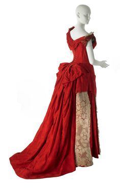 LOVE the bustle and lace on this one. The front is pretty homely, though...Worth evening dress, 1887-88