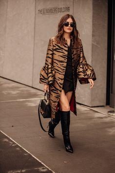 Jonathan Daniel Pryce The Best Street Style From New York Fashion Week British Vogue London Fashion Weeks, Fashion Week Paris, New York Fashion Week Street Style, Fashion Week 2018, Cool Street Fashion, Daily Fashion, New York Style, Street Style Trends, Look Street Style