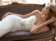 Luxury strapless lace wedding dress