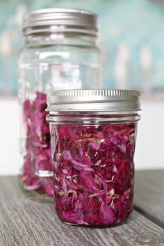 Looking for rose petal uses? Click through to learn how to make this rose petal infused oil. It's beautiful - rose petals aesthetic for sure - but also so great for skin! Turn it into a DIY rose petal salve or DIY rose petal lip balm - ingredients and recipe for both in the post! Learn how to make rose petal oil and find out rose petal oil benefits for skin. Plus find out what this rose petal infused oil really smells like - and if it stays pink! Rose Petal Uses, Rose Petals, Lip Balm Ingredients, How To Make Rose, Diy Beauty Treatments, Homemade Beauty Tips, Infused Oils, Diy Manicure, Oil Benefits