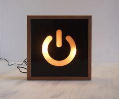 Boîte à lumière main peint Power Switch symbole éclairé signe / panneau lumineux / Tasmanian Oak Frame / conduit