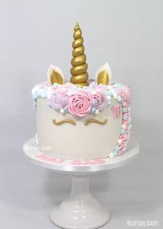 Unicorn cake  . #unicorn #unicorncake #unicorns #eenhoorn #taart #lemoncurd #buttercream #fondant #cake #vanille #botercreme #profroster #unicornhair #birthdaycake #verjaardag #gefeliciteerd