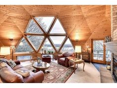 Amazing geodesic dome home overlooking the Mississippi river in Cottage Grove MN Mais Geodesic Dome Homes, Dome Greenhouse, Dome House, Round House, Design Case, House In The Woods, Interior And Exterior, Living Spaces, Living Room