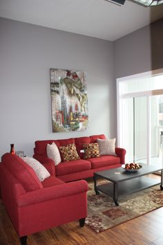 Red Couch Living Room, Living Room Decor, Bedroom Ideas Pinterest, Home Decor Rustic Country, Decorating A New Home, Red Sofa, Red Rooms, Home Decor Bedroom, Cozy House
