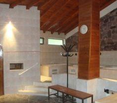 CI32597 - Las Heras - Pcia. de Mendoza - Tipo: Hostería y posada 3* Hab.: 26 - Cat.: 3* - Estado: Muy bueno. Sup. cub.: 1.560 Mts2 - Terreno: 5.176 Mts2 (3.160 Mts2 + 1.700 Mts2 calle privada). Ubicado en El Challao, Las Heras. A 5 minutos de la ciudad. Hosteria: 18 habitaciones, dobles, triples y cuádruples. teléfono, y restaurante parrilla para 50 comensales, cuyo salón puede ser adaptado para reuniones de trabajo.