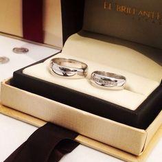 Estas argollas sellarán una historia de amor que perdurara hasta la vida!  #ElBrillanteJoyas Argollas de Matrimonio y Anillos de Compromiso.  www.elbrillantejoyeria.com.co