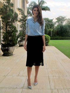 A Isabella Fiorentino lindíssima com a nossa saia midi, camisa jeans, e o colar com pérolas.   Adoramos o look. ♡   #fillity #fillityinverno2014 #inverno2014fillity #altoinvernofillity
