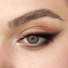 Sexy Smokey Eye Makeup Ideas for Prom and Wedding 2019 - Page 34 ., Sexy Smokey Eye Makeup Ideas for Prom and Wedding 2019 - Page 34 of 60 - Diaror . - Sexy Smokey Eye Makeup Ideas for Prom and Wedding 2019 -. Prom Eye Makeup, Skin Makeup, Beauty Makeup, Makeup Eyeshadow, Yellow Eyeshadow, Makeup Art, Cat Makeup, Eyeshadow As Eyeliner, Makeup Brushes