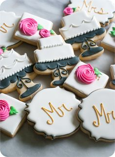 How to make decorated wedding cookies: cake, Mr & Mrs, roses. Fancy Cookies, Iced Cookies, Cute Cookies, Cookies Et Biscuits, Cupcake Cookies, Owl Cookies, Cookie Favors, Sugar Cookies, Wedding Shower Cookies