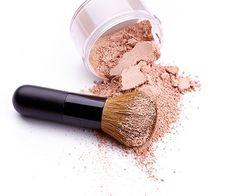 Minerální makeup // recept: 8 lžiček Titanium dioxidu, 3 lžičky Sericite mica, 4 lžičky Zinkoxidu, 1/2 -1 lžičku Žlutého oxidu, špetku Hnědého oxidu, špetku Červeného oxidu, 2 lžičky Bílého jílu, 5 kapek Esenciálního oleje Hacks, Doterra, Diy Beauty, Health And Beauty, Make Up, Lipstick, Homemade, Fitness, Gardening